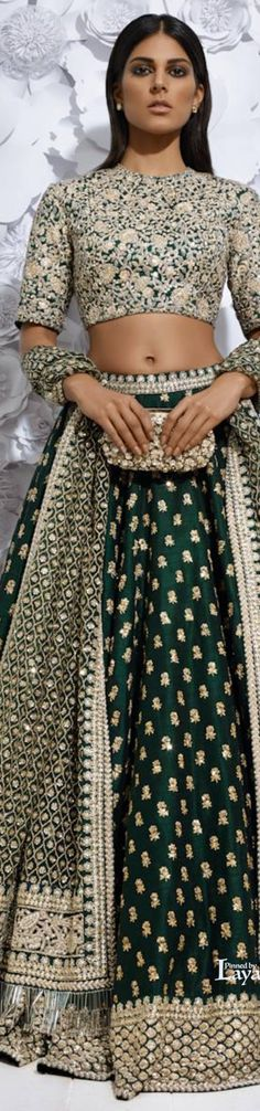 I want this gorgeous outfit! Asian Wedding Dress, Pakistani Wedding Dresses, Indian Wedding Outfits, Indian Dresses, Indian Outfits, Pakistani Suits, India Fashion, Ethnic Fashion, Asian Fashion
