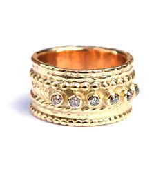 Ring made of Fairtrade gold with vintage antique cut diamonds. Made by Nadine Kieft.