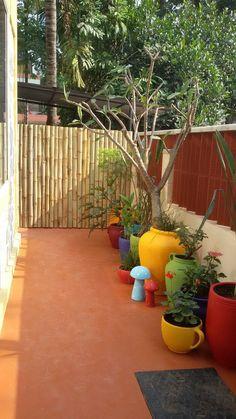 Garden makeover: a colorful patio with terracotta pots and frangipani tree. Small Balcony Garden, Small Balcony Decor, Terrace Garden, Garden Pots, Small Balconies, Balcony Gardening, Garden Sheds, Home Garden Design, Home And Garden
