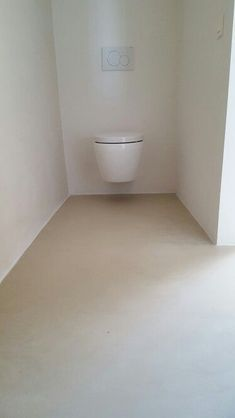 Bathroom floor - micro cement Best Picture For Cement house For Your Taste You are looking for something, and it is going to tell you exactly what you are looking for, and you didn't find that picture Bathroom Concrete Floor, Concrete Shower, Bathroom Paneling, Bathroom Flooring, Cement House, Cement Patio, Micro Concrete, Bathtub Decor, Kitchen Queen