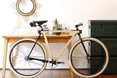 Designers criam bicicleta feita de madeira
