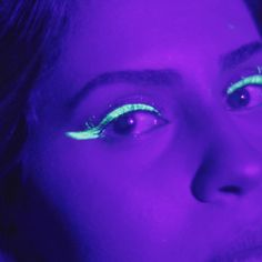 We tested it and the results are shocking! Uv Makeup, Party Makeup, Maquillaje Halloween, Halloween Makeup, Glow Face Paint, Black Light Makeup, Light Shoot, Gothic Photography, Neon Birthday