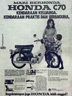 Poster-poster Iklan Motor Jadul Ini Membuktikan Kalo Motor dan Cewek Gak Bisa Dipisahin