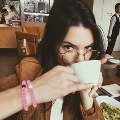 2016 Trends: geek chic is in. Emily Ratajkowski, Kendall Jenner and more prove why eyeglasses are the best new accessory. Kendall Jenner Diet, Kendall Jenner Estilo, Kris Jenner, Kendall Jenner Instagram, Kourtney Kardashian, Kardashian Jenner, Geek Chic, Le Style Du Jenner, Eleanor Calder