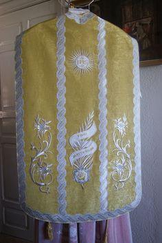 http://artesacrabenedictus.blogspot.com.es/p/casulla-del-ano-de-la-fe.html