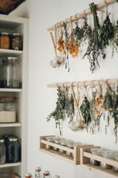 Hanging Herb Gardens, Hanging Herbs, Diy Décoration, Easy Diy, Simple Diy, Decoration Bedroom, Diy Home Decor, Wedding Decoration, Herb Drying Racks