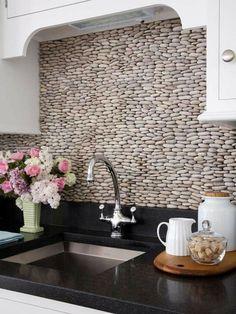 Küchenrückwand einbauen natur stein kiesel