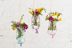 You only need a few materials to make these hanging vases.