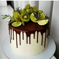 A imagem pode conter: planta e comida - Cake Decorating Simple Ideen Crazy Cakes, Fancy Cakes, Cupcakes, Cupcake Cakes, Fresh Fruit Cake, Cake Recipes, Dessert Recipes, Gateaux Cake, Breakfast Cake