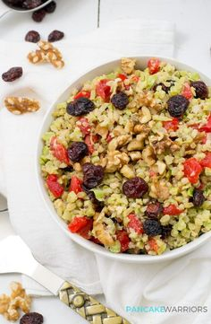 This vegan broccoli cranberry walnut salad is the perfect lunch recipe! Paleo, grain free, gluten free and so simple! | http://www.pancakewarriors.com