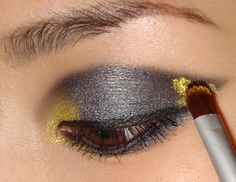 Emma Watson Smoky gold and black cat eye Makeup Tutorial