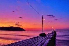千葉県南房総市にある原岡海岸の夕べがロマンチック 実はココ都内から1時間で行けてテレビのCMやロケの舞台にもなっています 穏やかな海に続く桟橋を照らす夕日 どこかノスタルジックな雰囲気を醸し出して素敵 皆さんも行ってみてくださいね( tags[千葉県]