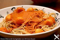 Tomatenrahmsauce mit Parmesanbällchen