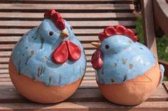 de ce_photo html image. Ceramic Birds, Ceramic Art, Blue Chicken, Pottery Animals, Clay Animals, Coq, Plant Holders, Gourds, Terracotta