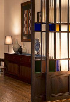 和モダンや大正ロマンなど、今どきの「和」なインテリアを楽しむ人が増えている現代。インテリア作りの仕上げにおすすめしたいのが、アンティーク建具です。シンプルな作りの格子戸や組子細工が美しい欄間、レトロガラスや色ガラスの入ったガラス戸など、アンティーク建具の魅力をご紹介します。 もっと見る