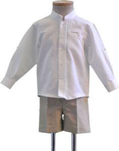 Conjunto de niño. Camisa de lino blanco y pantalón de lino color lino.