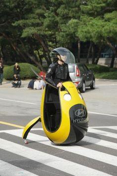 Nel caso del prototipo E4U realizzato da Hyundai e presentato al Salone dell'Auto di Seul l'interpretazione di mobilità sostenibile è molto personale