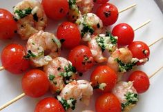 The Enchanted Cook: Tomato Mozzarella Skewers Tomato Mozzarella Skewers, Tomato Caprese, Caprese Skewers, No Cook Appetizers, Tomato Appetizers, Vegetarian Appetizers, Gluten Free Puff Pastry, Christmas Cooking, Quick Recipes