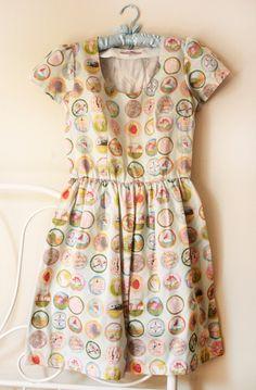 vestido de distintivos