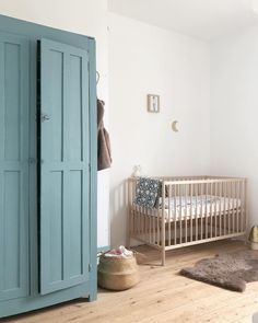 Best inventory of babies Home furnishings to really portray your style and encourage their own creativeness, obtain the ideal cartoon home furnishings, style, components. Modern Crib, Modern Nursery Decor, Nursery Neutral, Natural Nursery, Recycled Furniture, Refurbished Furniture, Kids Bedroom Furniture, Bedroom Decor, White Oak Floors