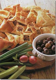 Lebanese Recipes, spinach turnovers, lebanese bread, pepper spices, zaatar mixture, olive oil, floured, ingredients