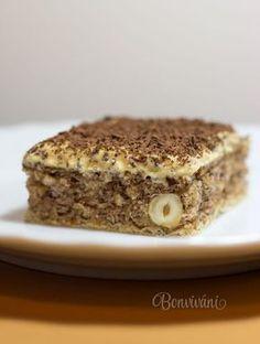 Na tomto koláčiku je úžasné, že nielen cesto je preplnené voňavými orechami, ale podkladom je extra chrumkavá oplátka. Karamelový maslový krém na vrchu celú záležitosť jemne vybalancuje a verte, že keď sa raz zakúsnete, tak nebudete vedieť prestať jesť :) Czech Recipes, Russian Recipes, Sweet Desserts, Sweet Recipes, Giant Cupcake Cakes, Eastern European Recipes, Xmas Cookies, Amazing Cakes, Banana Bread
