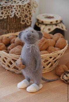 Купить Мышонок Василий - серый, мышонок, мышь игрушка, мышка, войлочная игрушка, игрушка из шерсти