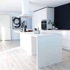 """@stinahgr op Instagram: """"Drømmekjøkken hos @nerbyterrasse32  Sjekk ut DET lekre hjemmet hennes #sfs #interior #interiør #inspiration #inspo"""""""