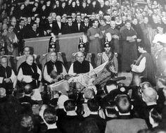 """Funeral of Pope Pius XI, February 1939 L'Illustration "" Pope Pius Xi, Funeral, Illustration, February, Portraits, Lifestyle, Fashion, God, Moda"