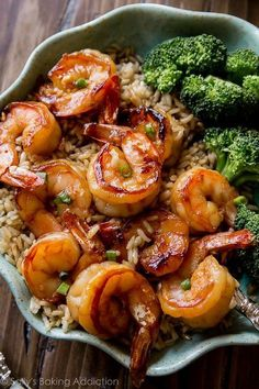 Easy, healthy, and on the table in about 20 minutes! Honey garlic shrimp recipe on sallysbakingaddiction.com