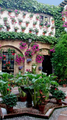 Decorative Andalusian courtyard in Cordoba, Spain • photo: AntonioInauta on Flickr