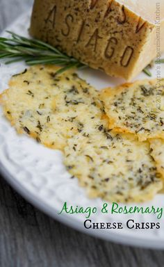 Asiago & Rosemary Cheese Crisps are a fun, tasty addition to your meal planning. Use cheese crisps to top your favorite soup or salad or eat them 'as is' for a snack. Finger Food Appetizers, Yummy Appetizers, Appetizers For Party, Appetizer Recipes, Snack Recipes, Cooking Recipes, Atkins, Cheese Chips, Tasty