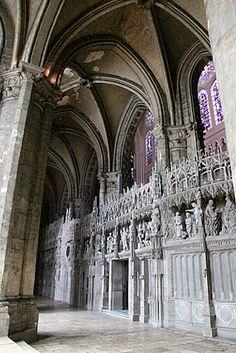 GOTYK: Katedra w Chartres (fr. Cathédrale Notre-Dame de Chartres) - wnętrze