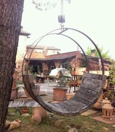 great idea for a pallet and a hay ring