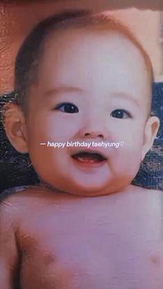 Bts Bangtan Boy, Bts Boys, Bts Jungkook, Kim Taehyung Funny, V Taehyung, Foto Rap Monster Bts, V Video, Bts Birthdays, V Bts Wallpaper
