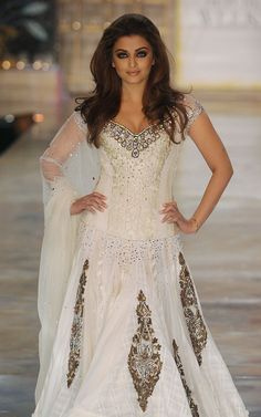 Indian Bollywood actress Aishwarya Rai displays a creation by Indian designer Manish Malhotra during the first day of the HDIL India Couture Week in Mumbai on October India is hosting its third couture week. Mode Bollywood, Indian Bollywood Actress, Bollywood Fashion, Bollywood Style, Bollywood Bridal, Bollywood Lehenga, Bollywood Dress, Aishwarya Rai, Indian Dresses