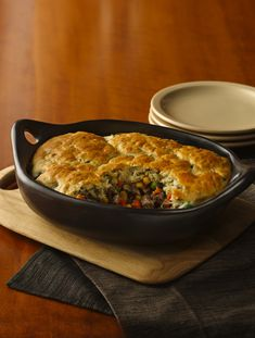 A scrumptious meal that will warm you stomach and heart on a cold winter night. Try this Wild Rice and Mushroom Pot Pie. / Can use ground chicken, turkey too! Seafood Recipes, Beef Recipes, Cooking Recipes, Burger Mix, Burgers, Beef Pot Pies, Great Recipes, Favorite Recipes, Hamburgers