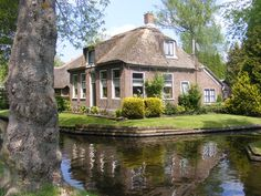 """Giethoorn, Holland.  The """"Village With No Roads"""".   If I visit this place, I just might not come back!"""