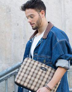 funda-portatil-cuadros-marron-6 Beige, Unisex, Messenger Bag, Satchel, Street Style, Collection, Fashion, Notebook Covers, Taupe