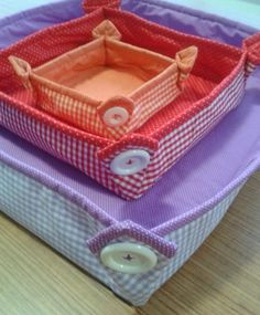 Cute Basket Trays - with Buttons on the corners - NOT in English, but lots of photos.