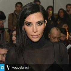 Extra, extra! @kimkardashian criou coleção – sua primeira parceria fashion até hoje – e estrela campanha para a C&A @cea_brasil, além de dar rasante em São Paulo em maio para badalar o lançamento da linha. As fotos foram feitas em Los Angeles pela alemã Ellen von Unwerth. Aguarde: Vogue dará todos os detalhes da dobradinha com exclusividade em sua edição de maio - não é primeiro de abril! #kimkardashian #cea #kimkardashianparacea https://instagram.com/p/1CPSNklAk3/