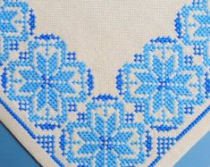 Very well done vintage 1960s handmade cross-stitch embroidery tablet/ table-cloth with star pattern in turqouise blue on bone white bottom