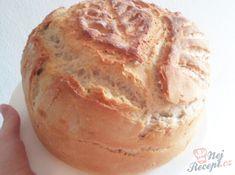Už dlouhá léta peču tento vynikající chlebík z droždí. Určitě vyzkoušejte. Je měkoučký uvnitř a křupavý zvenku. Autor: Katarina Cheddar, Pizza, Bread, Food, Author, Grated Cheese, Homemade Breads, Top Recipes, Challah