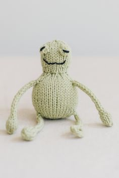 froggie, from the book string along toys by susan b. anderson / adorable knitted mice, frogs, and monkeys / in quince & co. lark, color leek