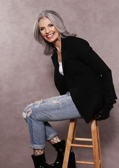 Bob, long, short, pixie Hair styles for grey hair for older women. Grey senior women over hair styles by Kimberly and Team of HaircutsonWheels(dot)ca Going Gray Gracefully, Aging Gracefully, Mature Fashion, Fashion Over 50, Pelo Color Gris, Mode Ab 50, Salt And Pepper Hair, Beautiful Old Woman, Outfits Mujer