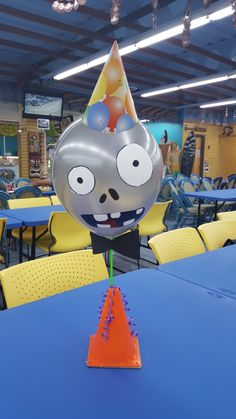 Simple but effective monster balloons. Diy Birthday Themes, Zombie Birthday Cakes, Zombie Birthday Parties, Birthday Supplies, Boy Birthday, Plants Vs Zombies, Zombies Vs, Zombie Party Decorations, Decoration Party