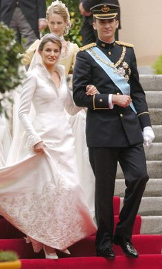 The Wedding Of Crown Prince Felipe Of Spain & Letizia Ortiz Rocasolano In Madrid. Royal Wedding Gowns, Royal Weddings, Wedding Dresses, Adele, Simple Gowns, Spanish Royalty, Estilo Real, Spanish Royal Family, Laetitia