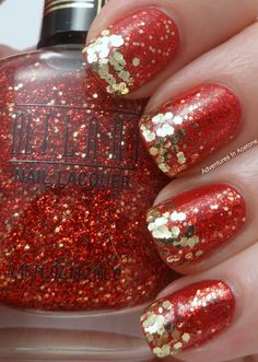 This sparkly nail design is perfect for a fun night on the town! It would look so fab on our Glamour-length custom-fit nails! Check out all of the styles at http://www.customnailsolutions.com/customizeyournails.aspx