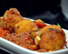 A meatless take on the much loved Indian meatballs. Meat Meals, Veggie Meals, Vegetable Recipes, Vegetarian Meatballs, Vegetarian Dinners, Vegetarian Recipes, Clean Eating Recipes, Cooking Recipes, Indian Cheese