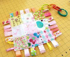 Tutorial – How to make a Patchwork Taggie Blanket that crinkles.